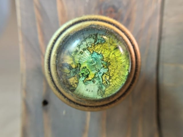Brass globe map decorative knobs match the finish of the key hooks