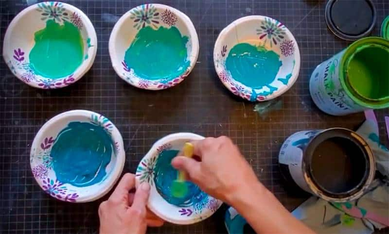 5 paper bowls with green-blue paint from light to dark with hand mixing