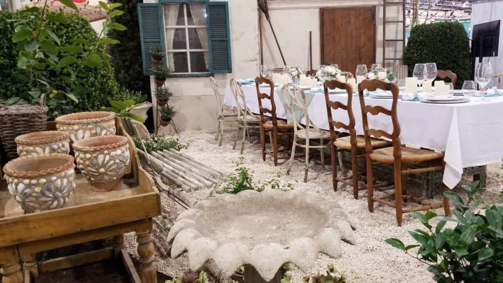 Garden room - rustic dining area