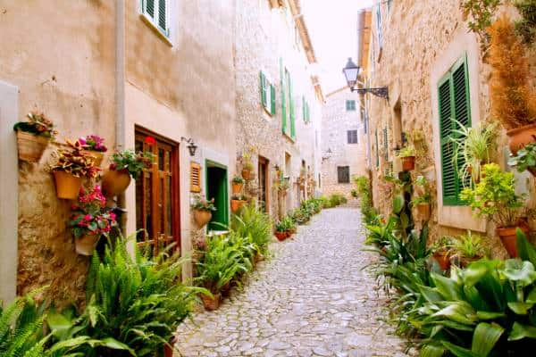Mediterranean Garden Style in Spain