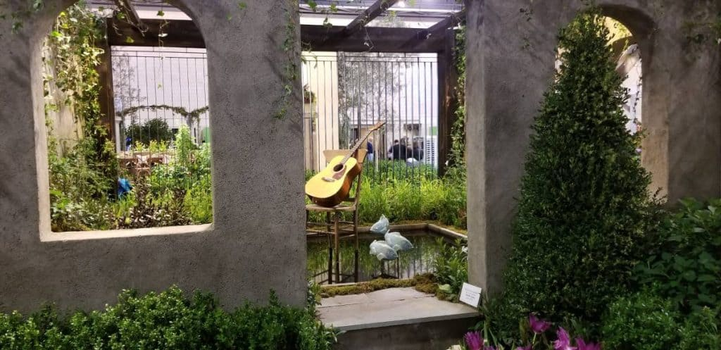 Water feature - calm and peaceful with guitar